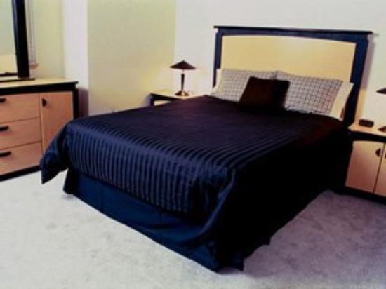 Santa Fe Ridge Apartments: Queen