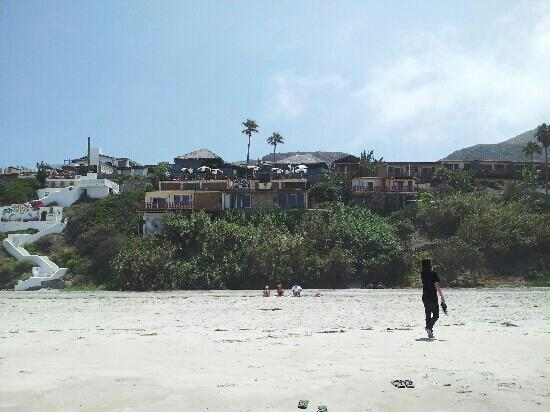 La Fonda Hotel & Restaurant: Large beach, funky old place. Needs some serious attention for restoration issues.