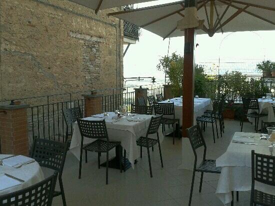 Ristorante Pizzeria Belvedere: La terrazza estiva con il panorama mozzafiato!!!