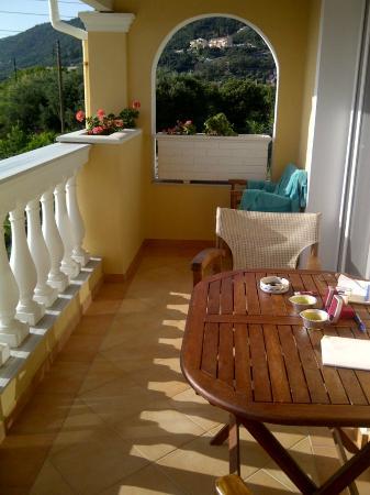 Sea Breeze Family Beach Hotel: Room balcony
