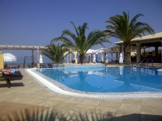 Sea Breeze Family Beach Hotel: Pool