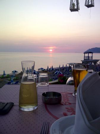 Sea Breeze Family Beach Hotel: Sea Breeze restaurant sunset