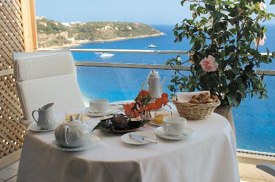 Le Roquebrune: Petit déjeuner sur la terrasse