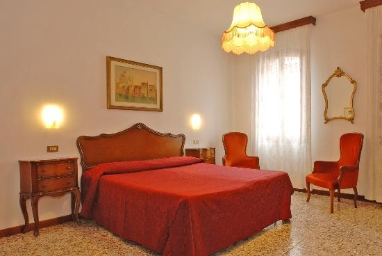 Hotel  Fontana: Standard Room