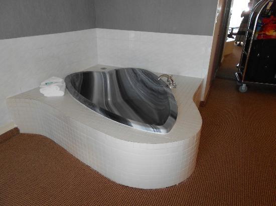 Clifton Victoria Inn at the Falls: Jacuzzi tub