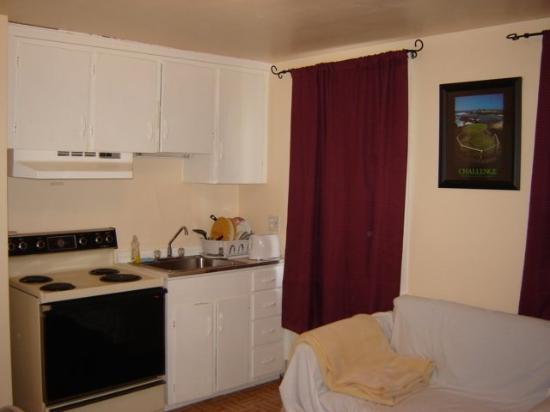 Hershey Travel Inn: Two Room Apartment With Kitchenette Kitchen