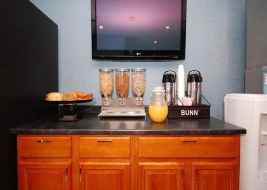 Quality Inn Floral Park: Breakfast Area
