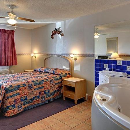 American Executive Inn : Room Bedroom View