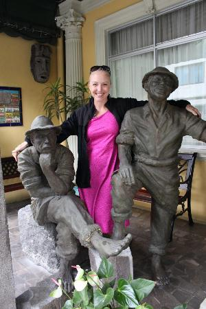 Hotel Don Carlos: Neat art and statues everywhere
