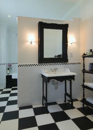 Villa at Henrietta Park: Bathroom
