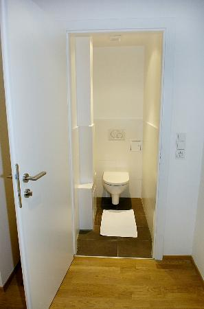 TOWNS Apartments: Toilet