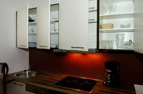 TOWNS Apartments: Kitchen