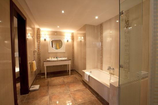 SUNRISE Grand Select Crystal Bay Resort : Guest Bath Room