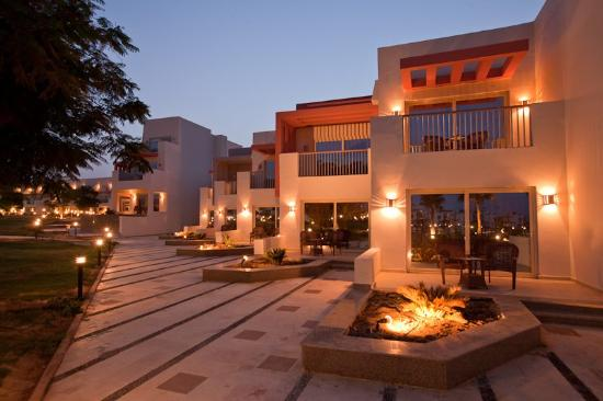 SUNRISE Grand Select Crystal Bay Resort : Property by night