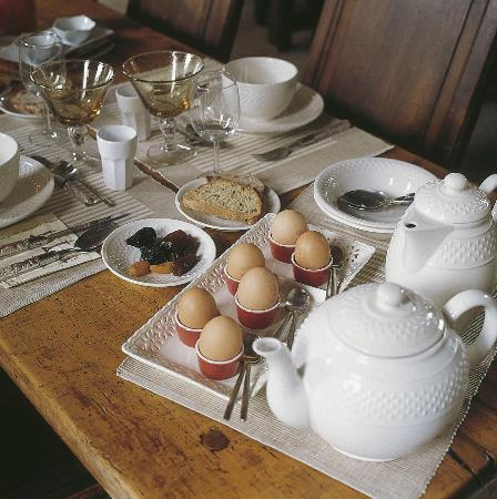 Le Château des Ormes : un petit déjeuner copieux et raffiné pour bien commencer la journée