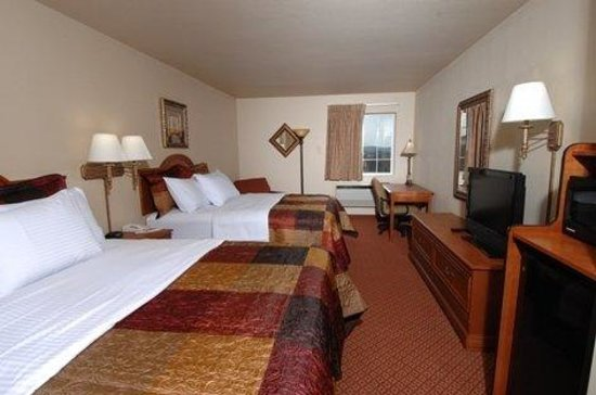 All American Inn & Suites: Deluxe Double Queen