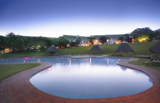 Fish River Sun Hotel & Country Club Resort: Pool Night