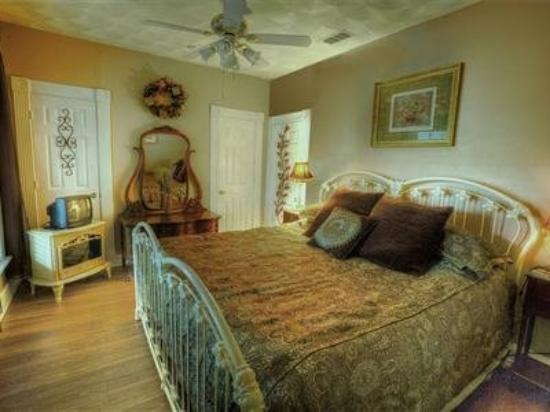 Pomegranate House & Cottages B&B: Other Hotel Services/Amenities