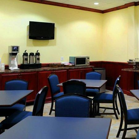 Executive Inn - Park Avenue Hotel : Executive Innand Suites Leonardtown MDBreakfast Ar