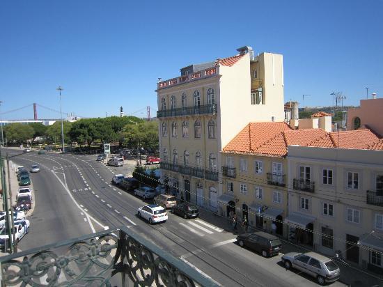 Pensao Residencial Setubalense : Vistas desde una terraza del pasillo, a la izquierda, puente 25 de abril.