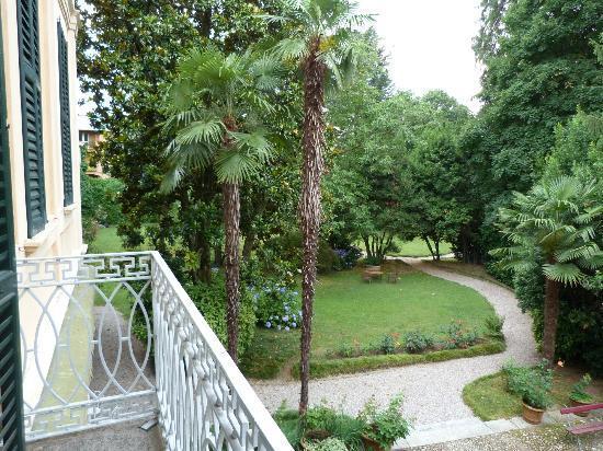 Villa Cavadini Relais: Blick vom Fenster in den Garten