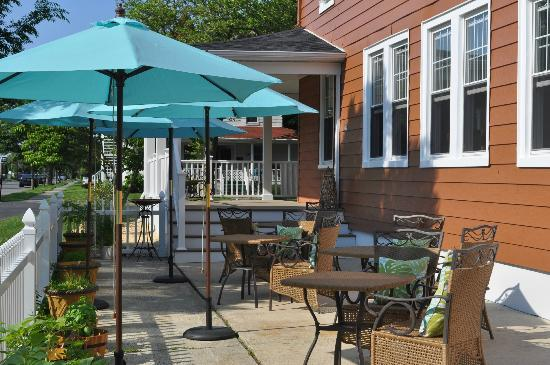 Saltwater Inn: Outdoor Bistro Dining