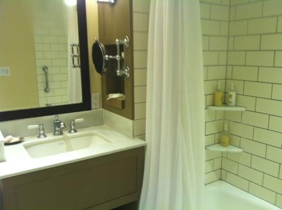 Woodstock Inn and Resort: grubby bathroom