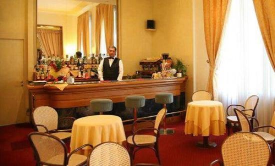 Grand Hotel Porro: Bar/Lounge