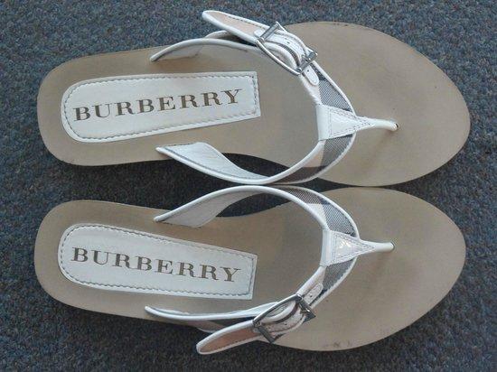 Shepherdsville, KY: Burberry flip flops