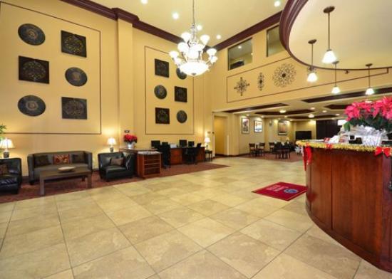 Comfort Suites North: Hotel Lobby