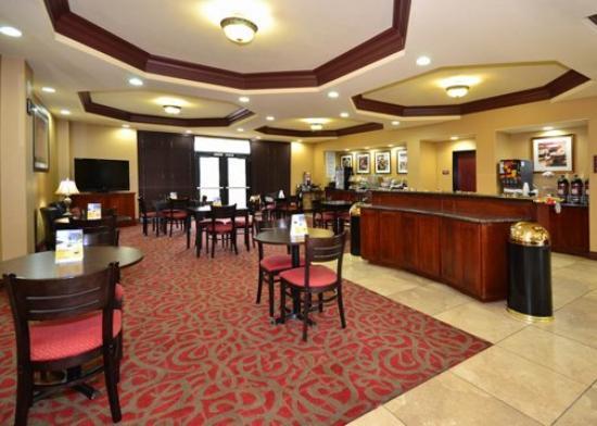 Comfort Suites North: Breakfast Area