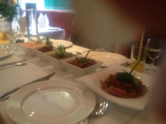 Cinnamons Indian Restaurant: Food, Beautifly presented !!