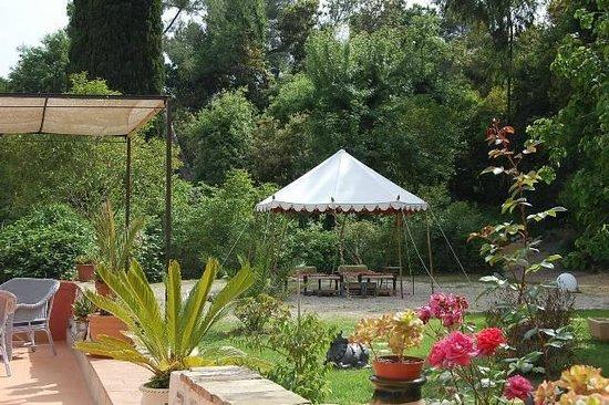 Bastide Valmasque: jardin de la maison d'hote