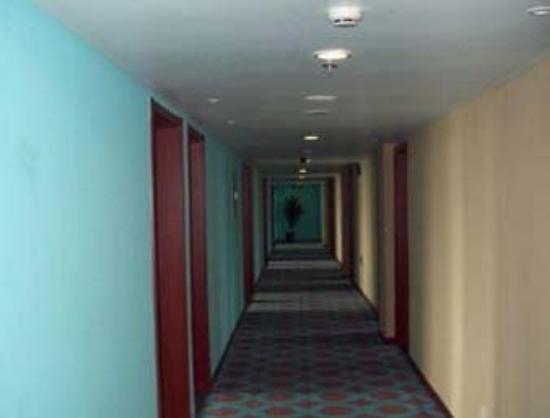 Super 8 Huairou Kai Fang Road: Corridor