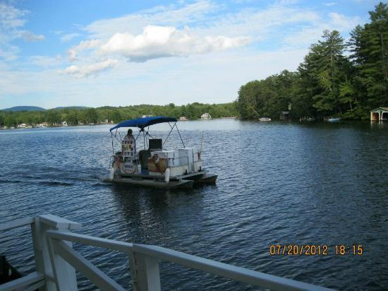 Winnisquam, NH: ice cream boat