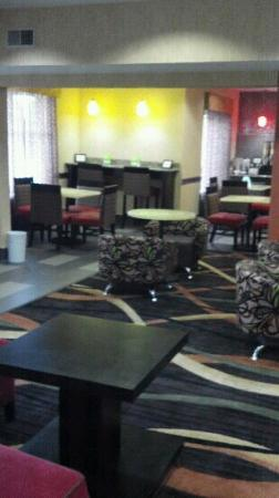 La Quinta Inn & Suites Cookeville: The breakfast room!