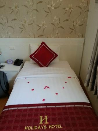 Hanoi Holiday Diamond Hotel: Nicely decorated room to welcome us