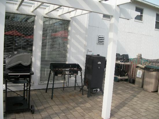 Wells - Ogunquit Resort Motel & Cottages : fumoir et brûleur à homard ou maïs