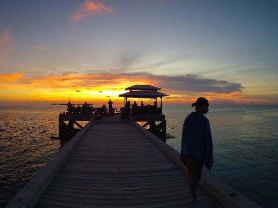 Wakatobi Dive Resort: sunset at jetty
