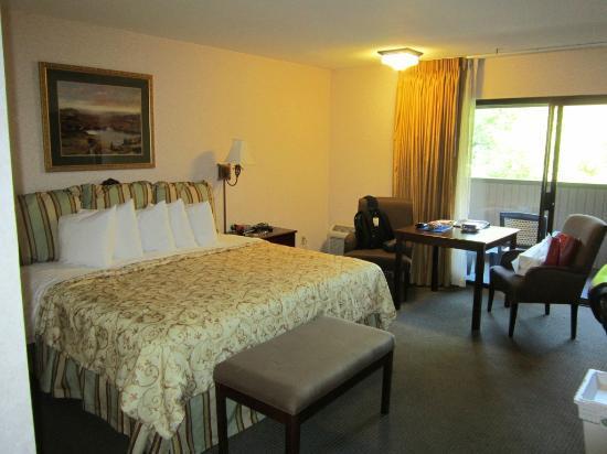 Best Western Plus Inn At The Vines: Lovely spacious very clean room