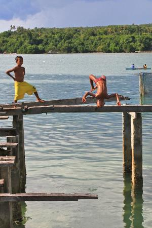 Wakatobi Dive Resort: kids on the next door village playing