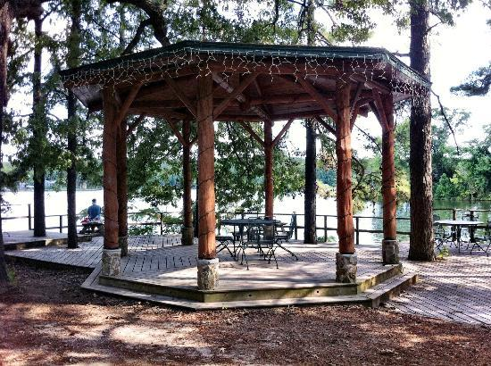 Five Points Cabins: Gazebo on the lake