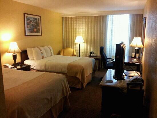 Holiday Inn Mayaquez & Tropical Casino: guest room. great