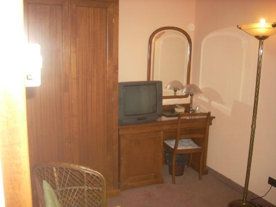 Hotel Il Pino: particolare della stanza