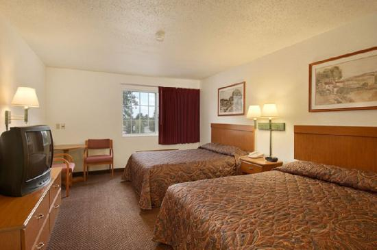 Wamego Inn & Suites: STANDARDDOUBLEQUEES