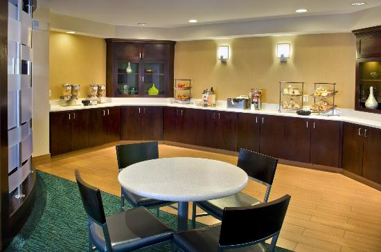 SpringHill Suites Danbury: Breakfast Area