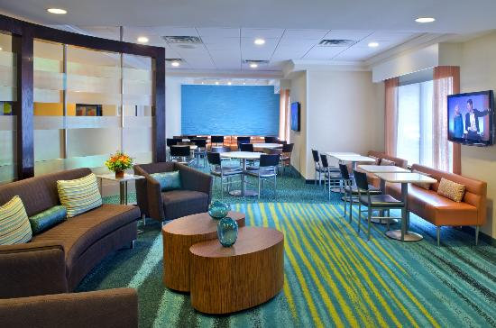 SpringHill Suites by Marriott Danbury: Lobby Seating Area