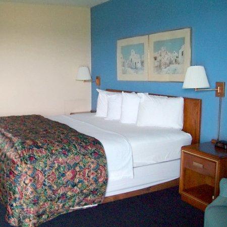 Ridge Crest Plaza Inn & Suites: Ridge Crest Plaza West Plains MOBed