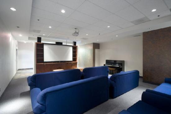 Residence & Conference Centre - Toronto: Movie Lounge