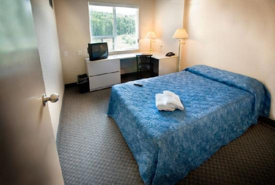 Residence & Conference Centre - Brampton: Suite